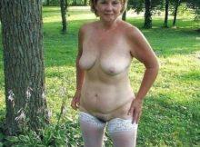 Oma nackt outdoor